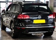 2015/1 Volkswagen Touareg 3.0 TDI V6 BlueMotion Tech R-Line Tiptronic £20,375 CIF